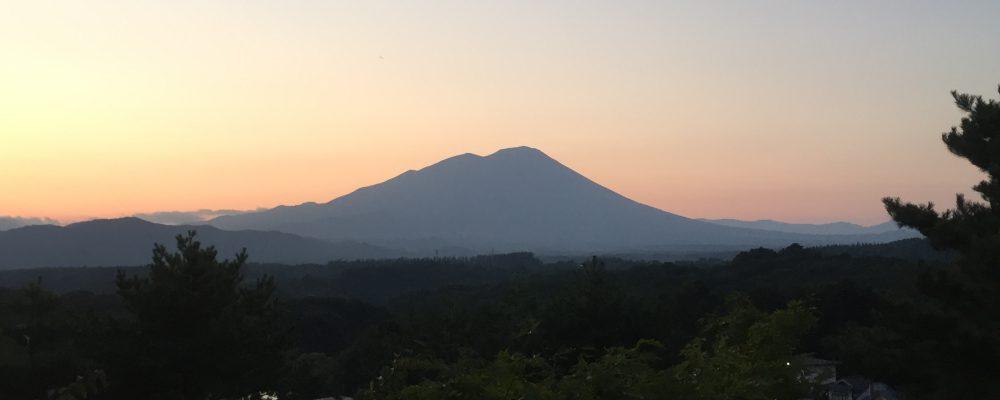 夕焼けの岩手山